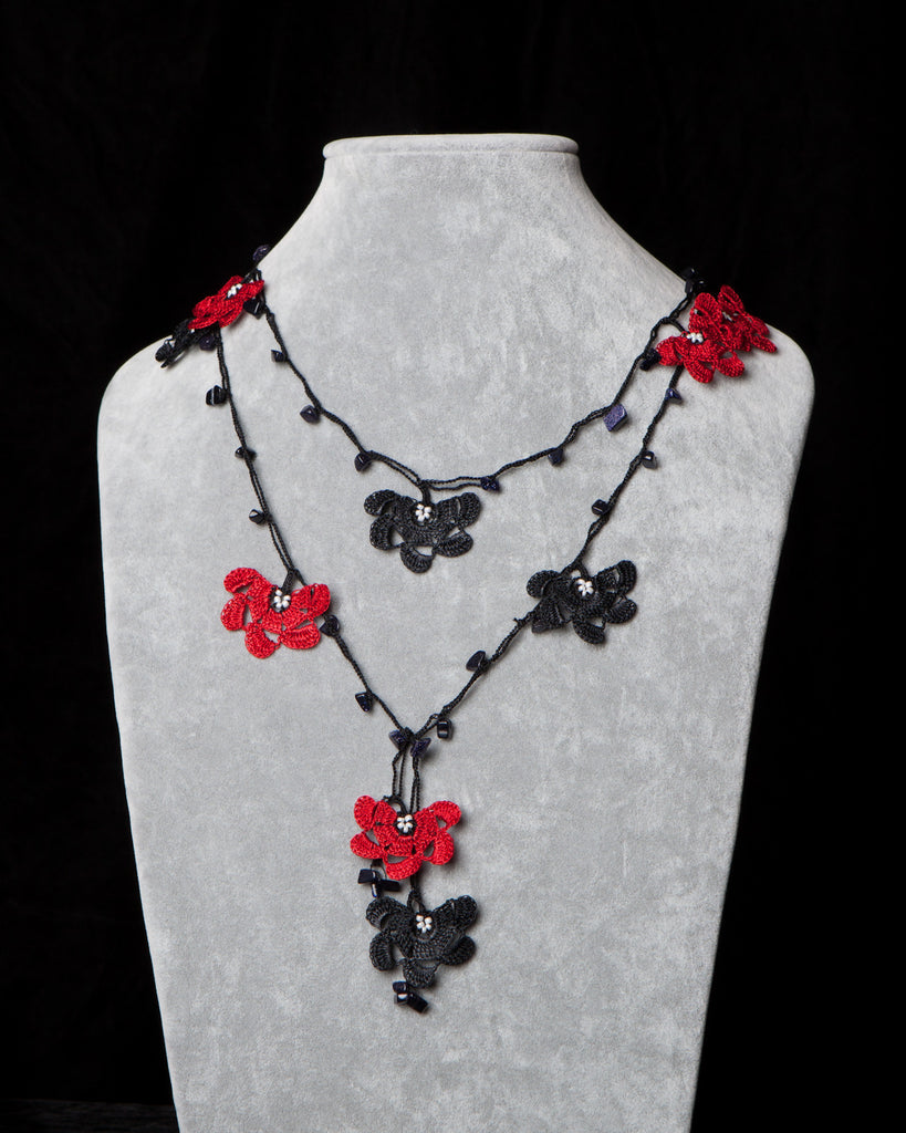 Lariat with Fan Motif -  Red and Black
