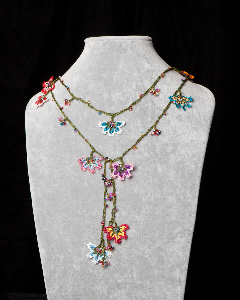 Lariat with Daffodil Motif - Multicolor