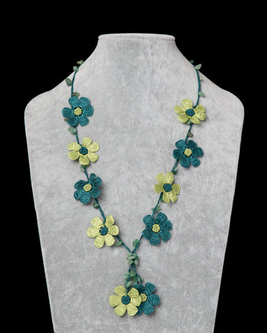 Crocheted Necklace with Daisy Motif - Green