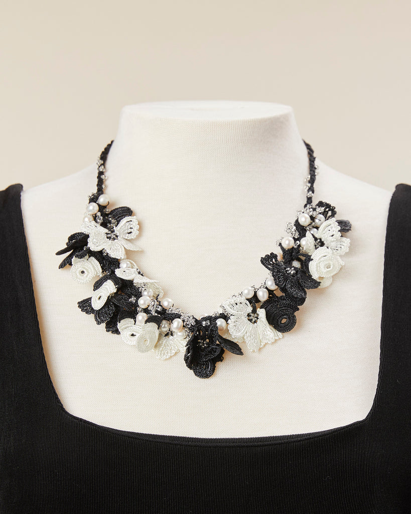 Pearl Bouquet Choker - Black/White