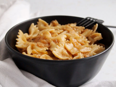 Bowl with cabbage and onion pasta