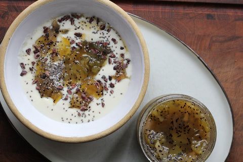 Kiwi and pear jam mixed with yogurt