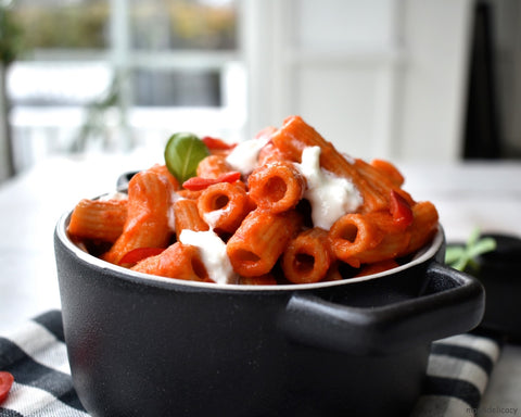pepper pasta in a black pot