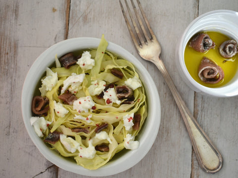 Salad with buffalo mozzarella, anchovies and cabbage