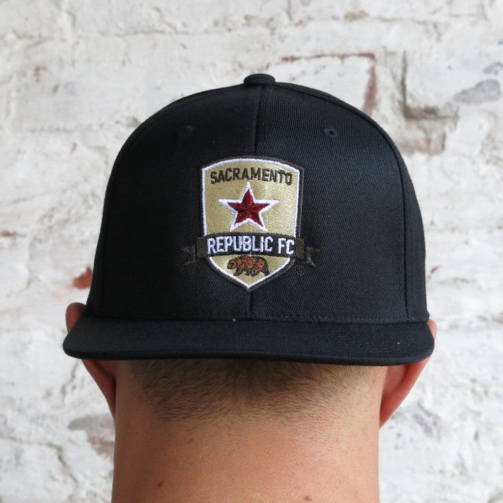 Flat Bill/Snap Back with Crest