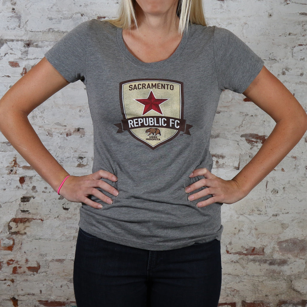 Women's Weathered Crest Tee in Gray Heather
