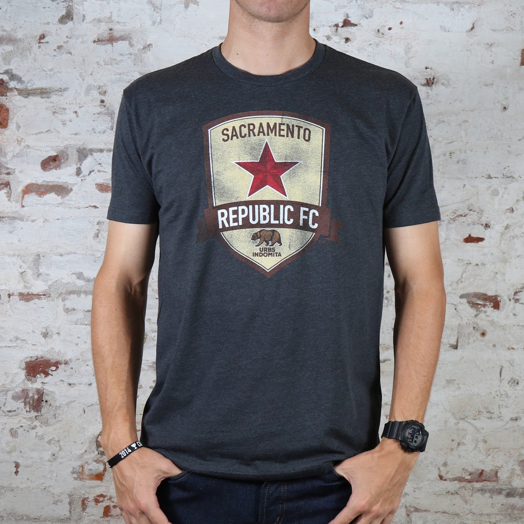 Men's Weathered Crest Tee in Charcoal