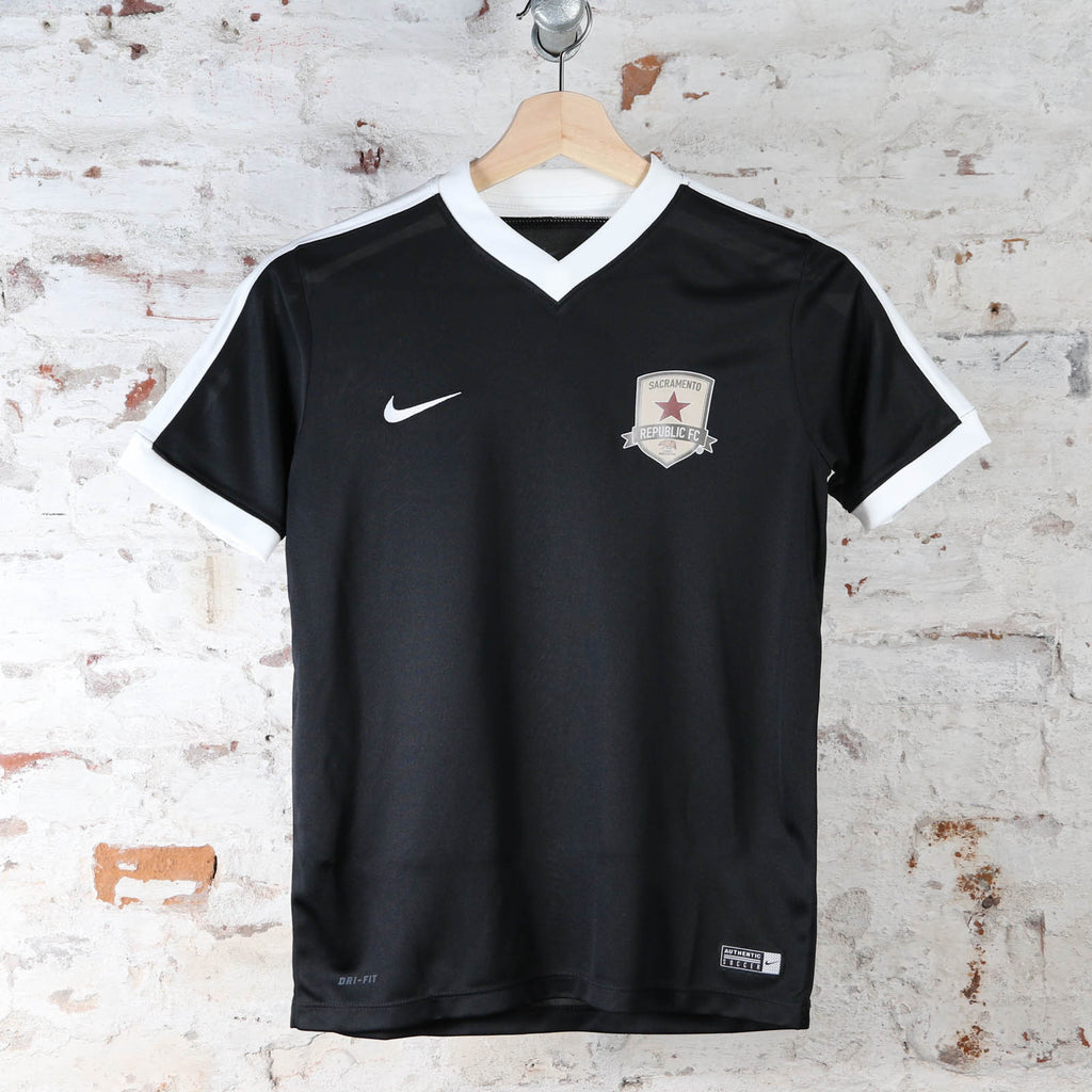 Youth Nike Striker IV Jersey in Black