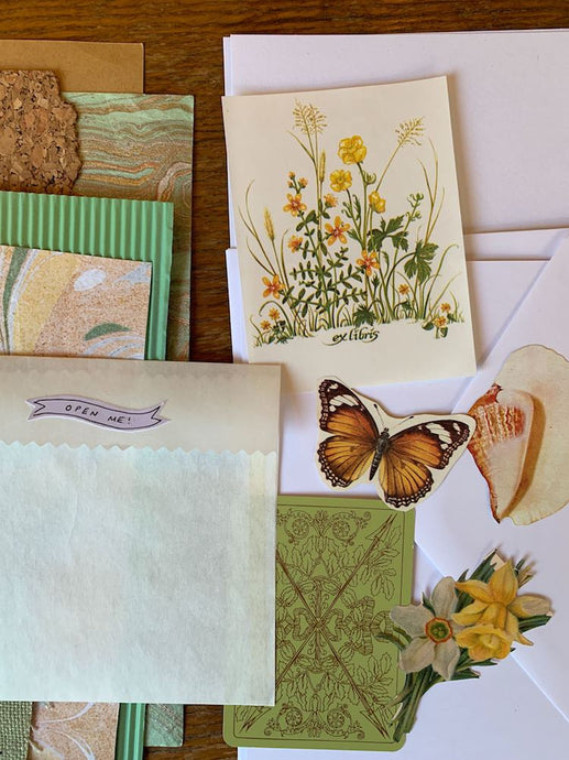 Collage Parcel Pack 16
