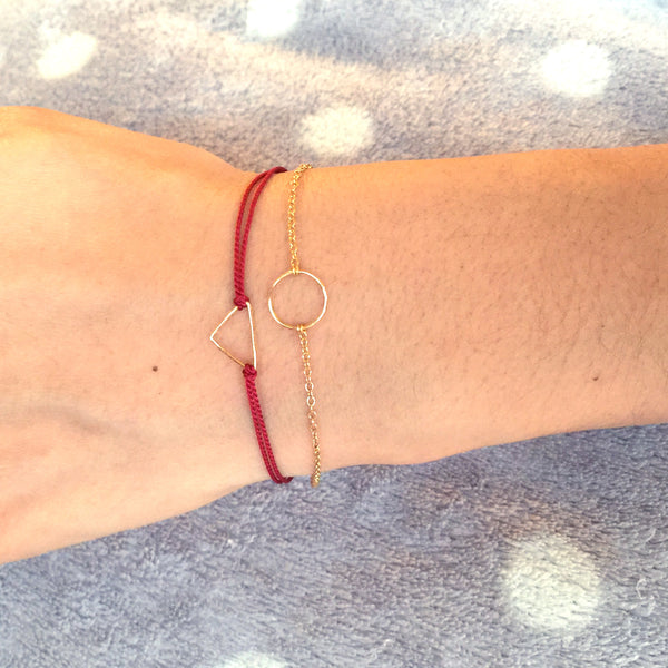 Wrist wearing Gold geometry circle chain bracelet