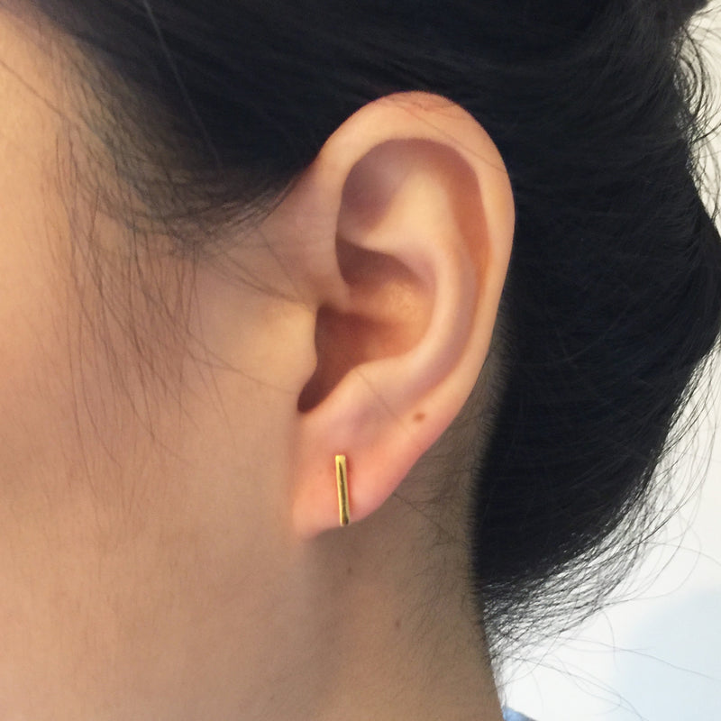 Model wearing Medium Bar Earrings - Yellow gold
