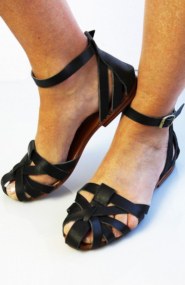 Honeysuckle Beach Spartan Leather Sandal - Black