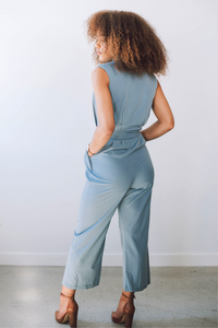 Donna Sleeveless Flare Jumpsuit