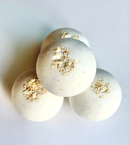 Oatmeal Milk and Honey Bath Bomb 5OZ