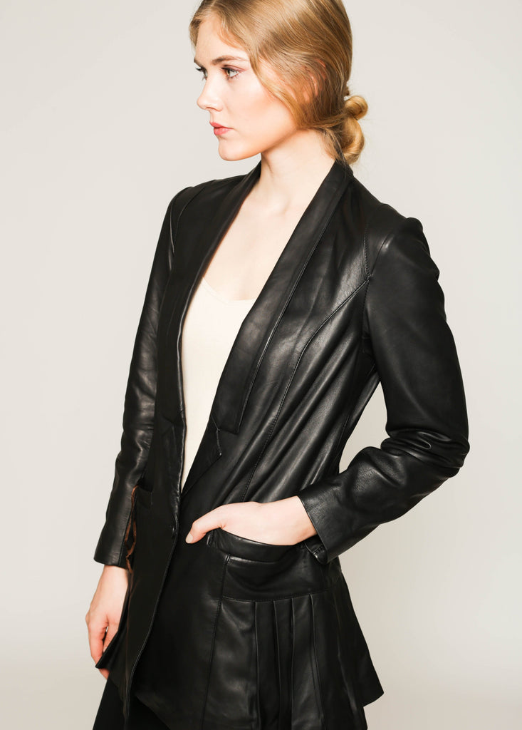 Butter leather long jacket with pleats details