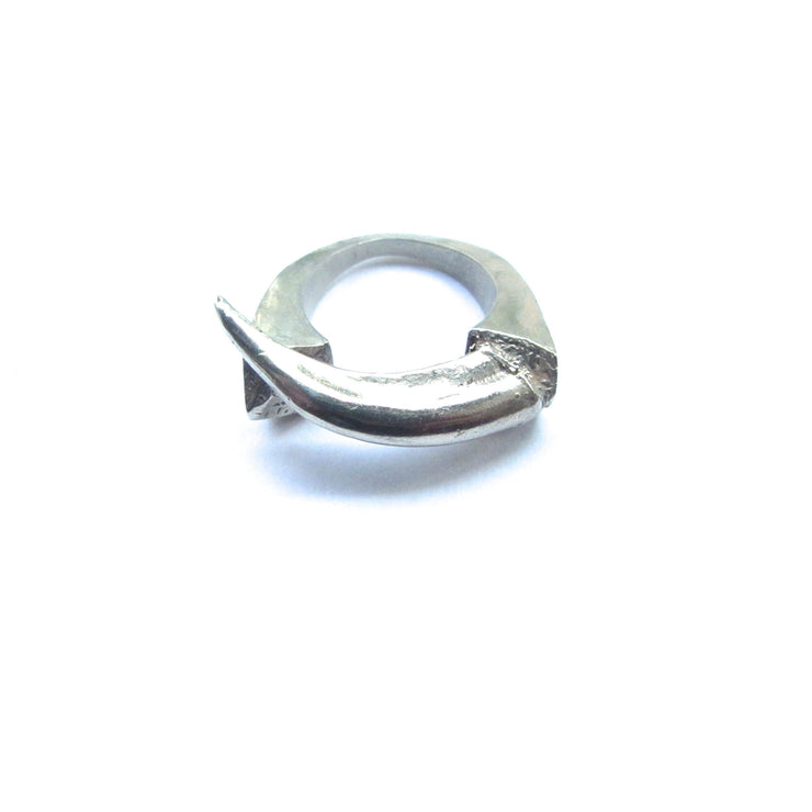 Harrier Clasp Ring