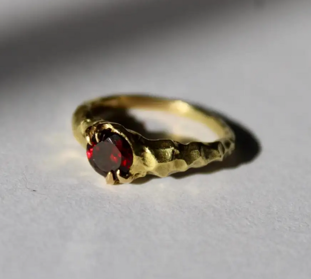 18 Karat Yellow Gold Garnet Solitaire Ring
