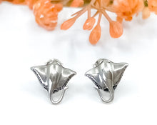 Load image into Gallery viewer, Stingray Earrings