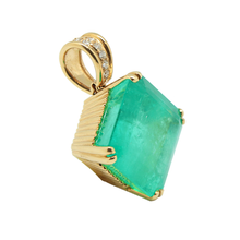 Load image into Gallery viewer, 18K Gold Colombian Emerald Pendant