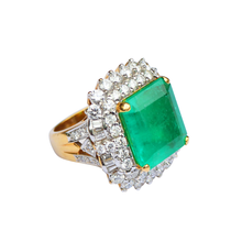Load image into Gallery viewer, Squared Shaped 18K Gold Emerald & Diamond Ring
