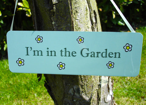 I'm in the Garden Sign: Honeybee Daisy Design