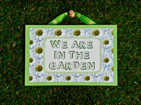 I'M IN THE GARDEN Daisy Sign + Add Your Own Text