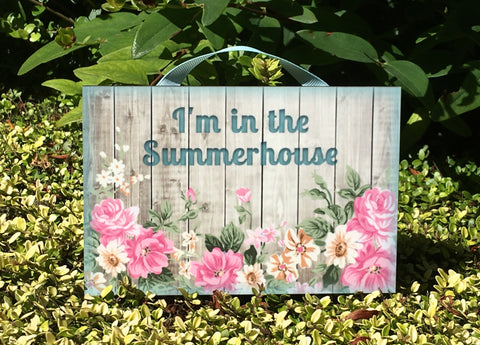 'I'm in the Garden' Rustic Floral Wood Effect Metal or Wooden Sign + Add Your Own Text
