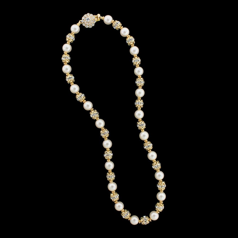 Pearl Necklace with Detailed Metal Accents