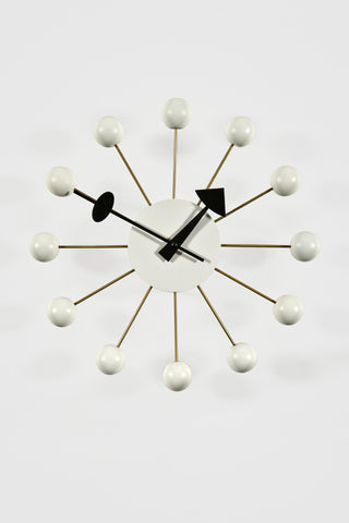 Ball Clock in White <br/>by George Nelson - Vitra Design Museum