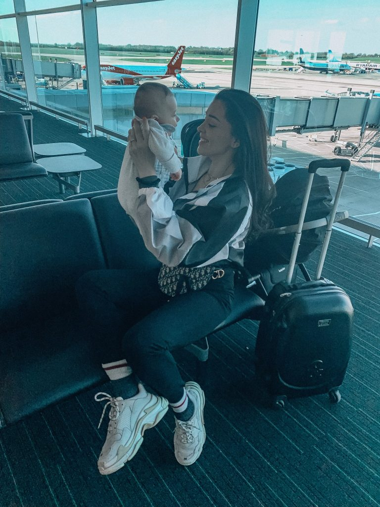 Travelling alone with a baby !