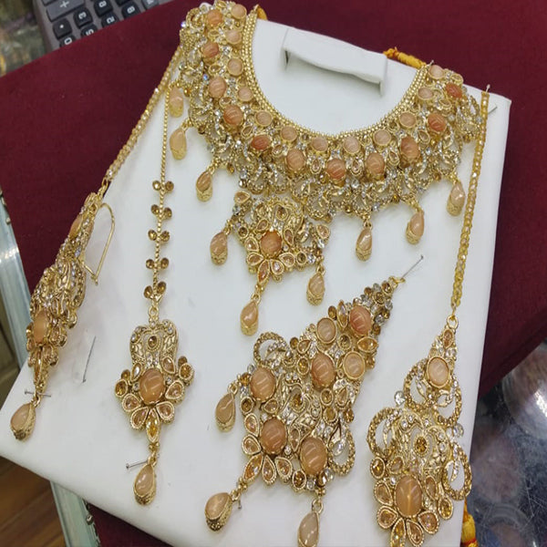 Simple Design with Stones Rounded Necklace Set Golden For Her 7854974 | 24hours.pk