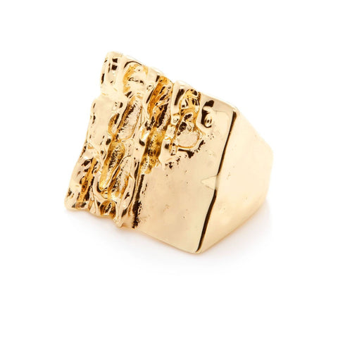 Design Six Gold Oak Ring