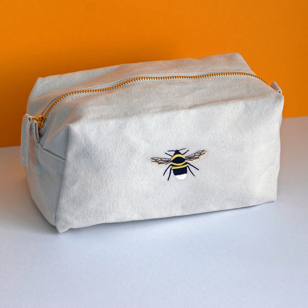 garden bumblebee accessory bag