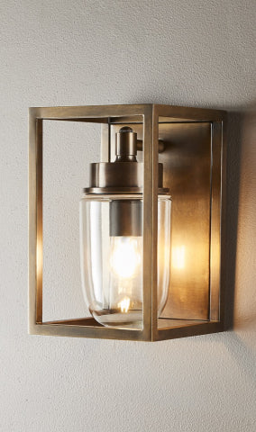 Wellington Wall Lamp Outdoor in Brass