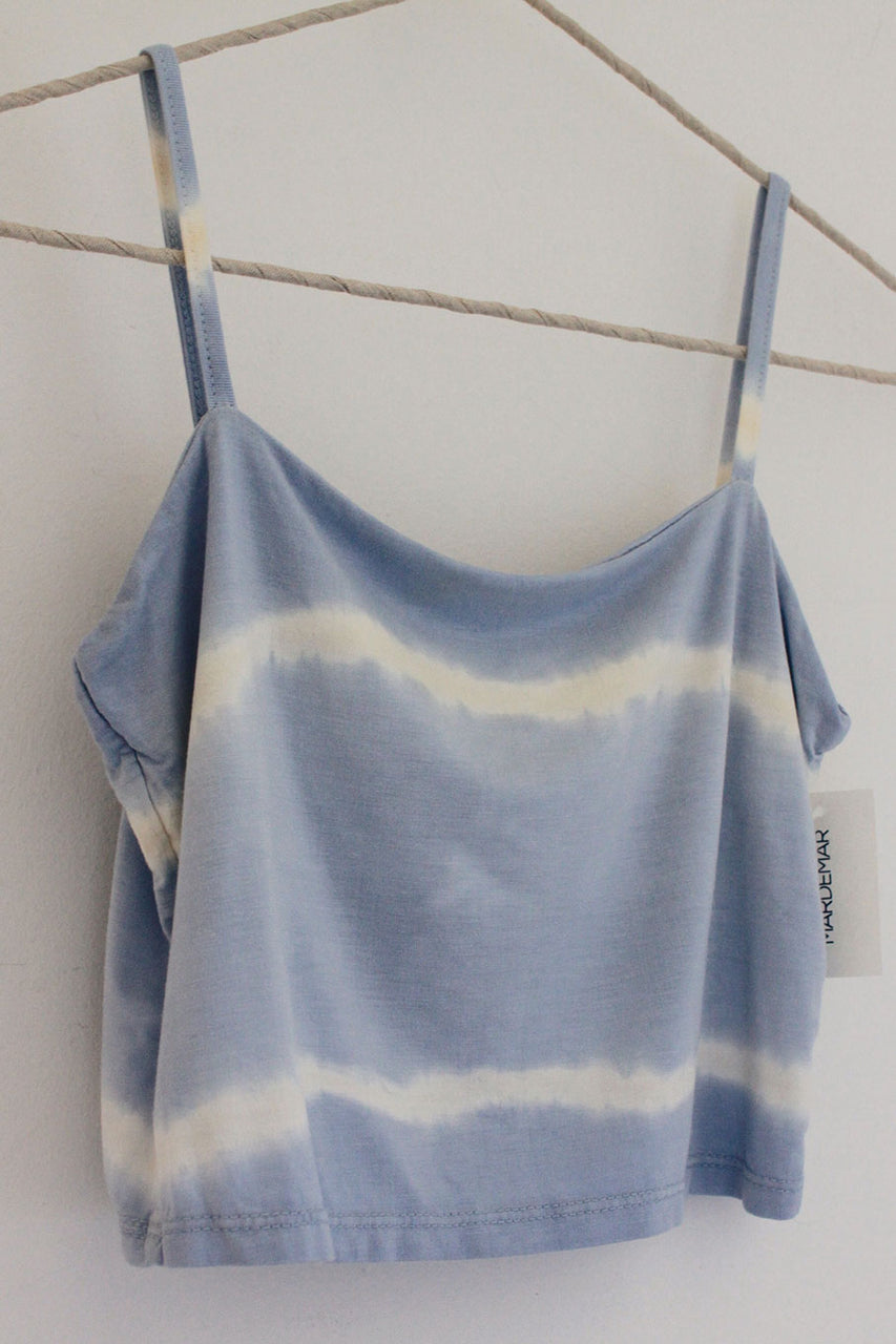 Top corto con degradado azul y blanco