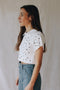 Polo cropped blanco topos