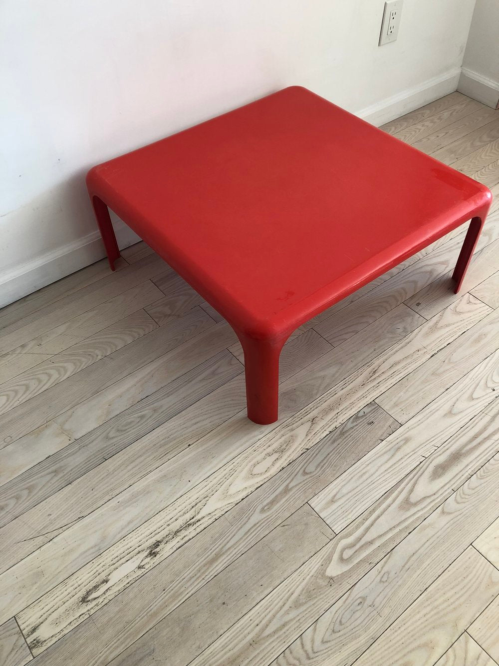 Vintage Red Plastic Italian Coffee Table by Vice Magistretti for Artemide