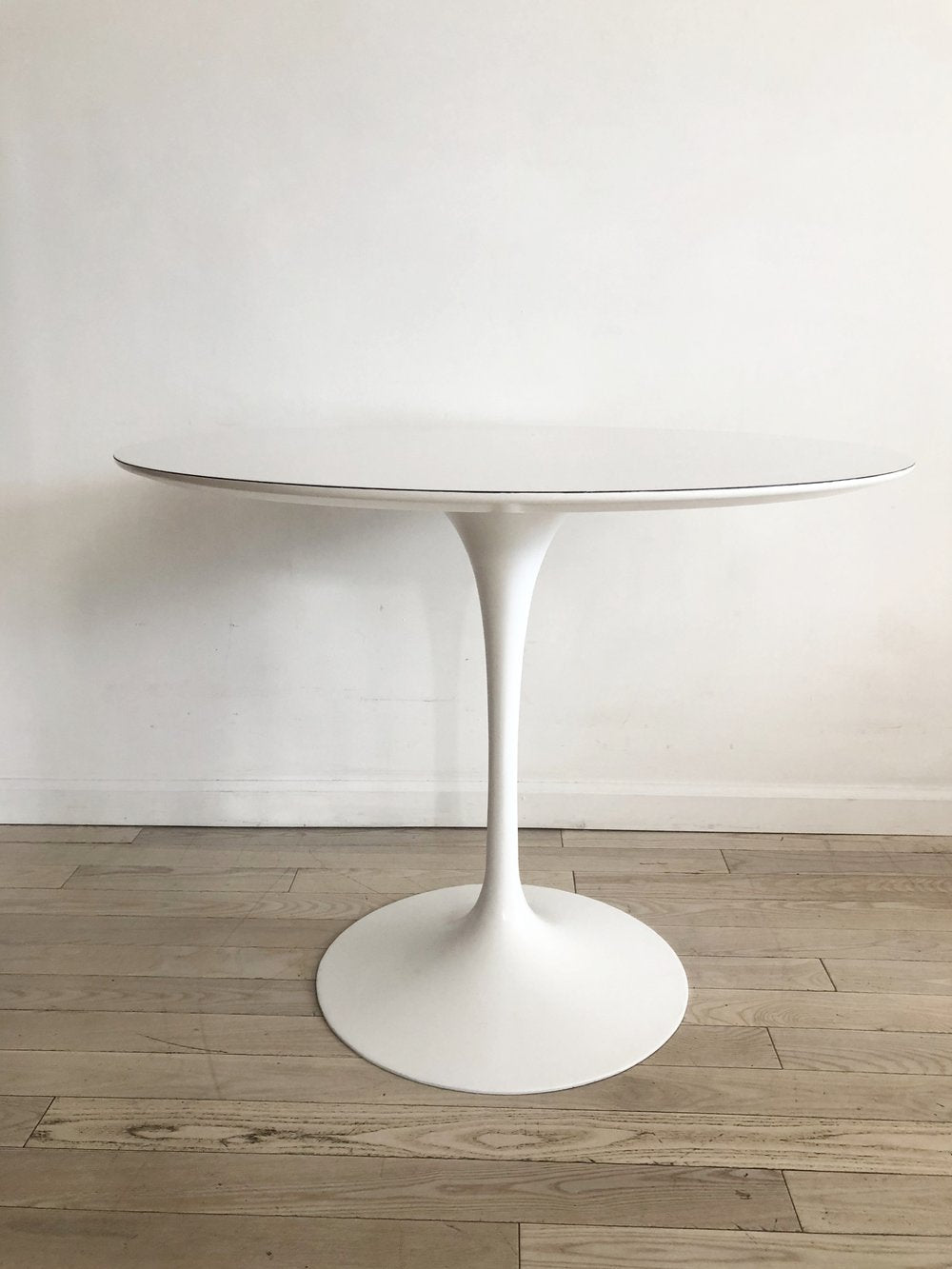 1966 Knoll Eero Saarinen White 36 Round Tulip Dining Table Refurbishe Home Union Nyc