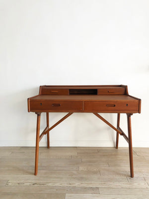 Mid Century Danish teak Desk by Arne Wahl Iversen for Vinde Mobelfabrik