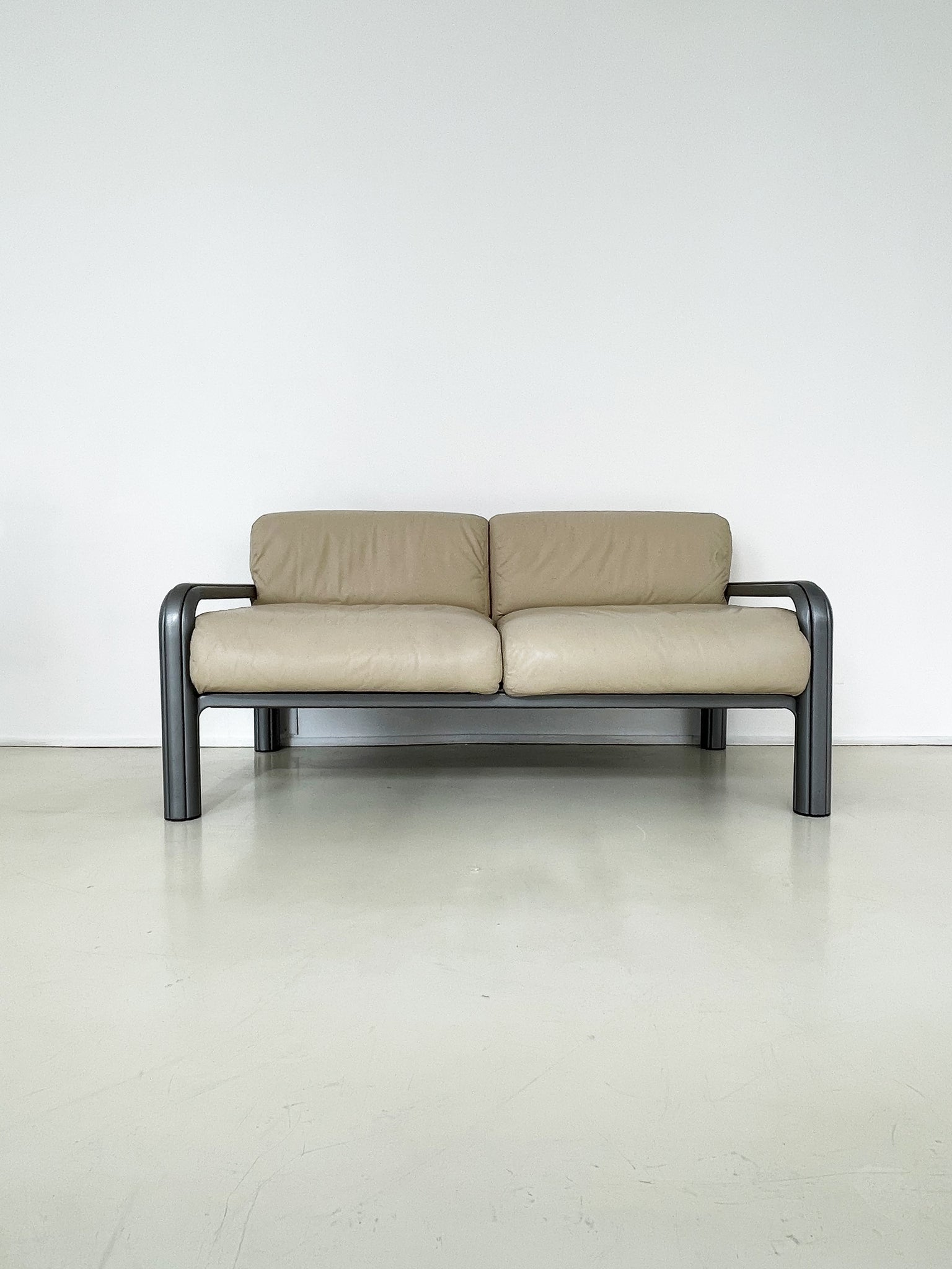 1970s Gae Aulenti Beige Leather Sette for Knoll