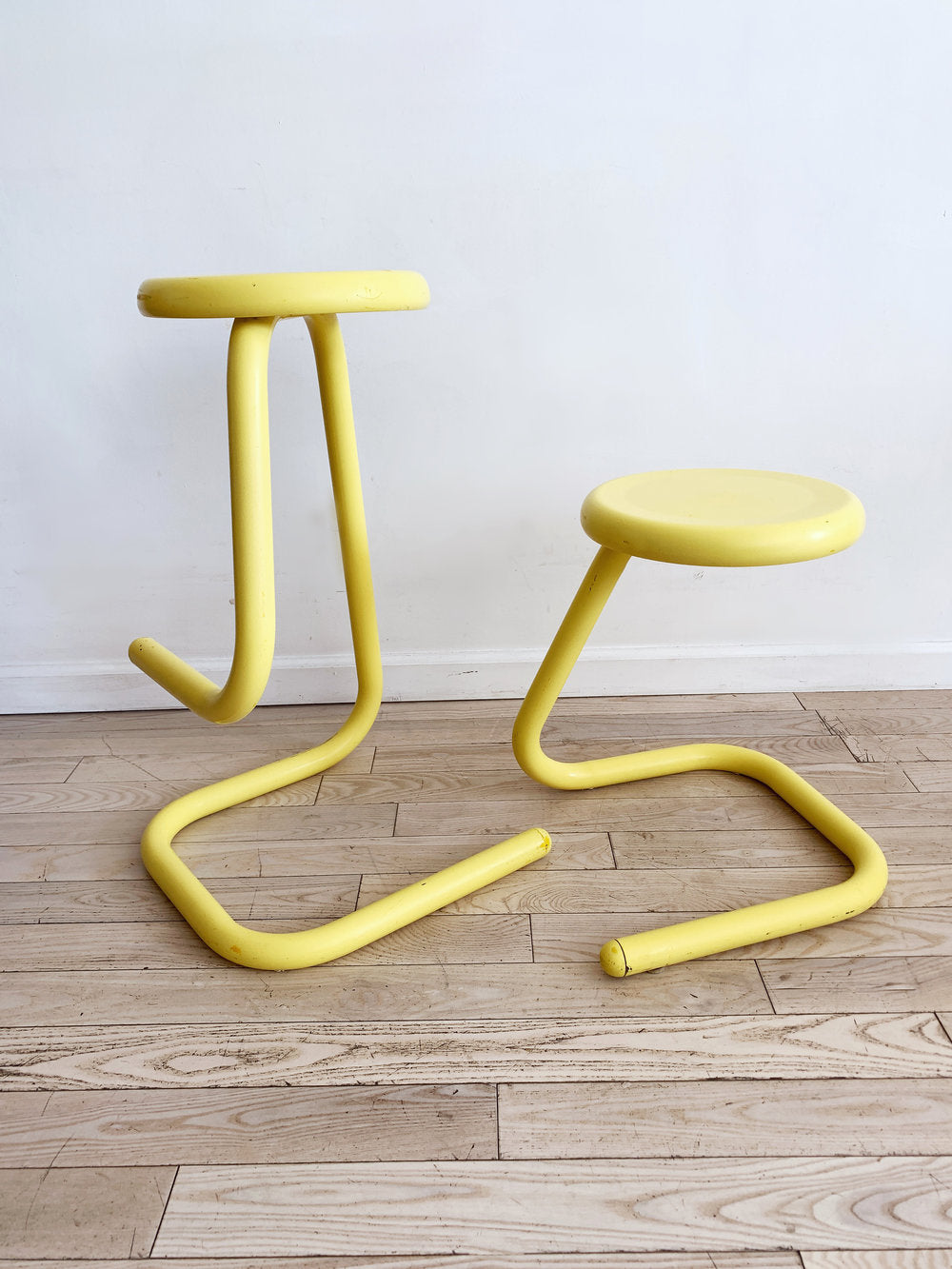 1970s Yellow Metal Tubular Paper Clip Stool by Kinetics - single