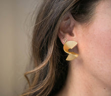Load image into Gallery viewer, Spiral Staircase Earrings