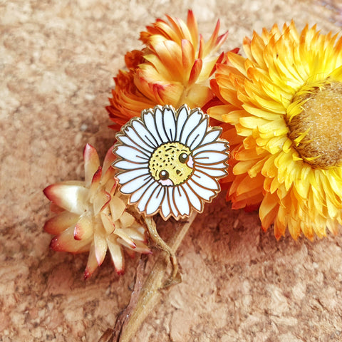 Golden White Daisy Mini-Pin