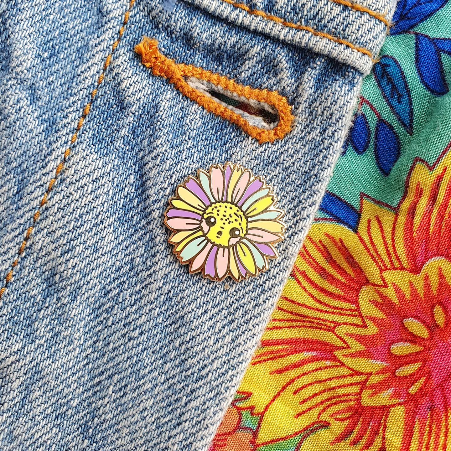 Rainbow Daisy Mini-Pin