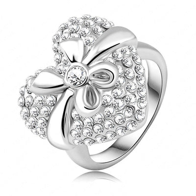 LZESHINE The Gift of Love Ring - A large heart-shaped statement ring.