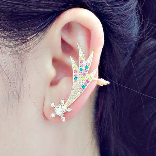 An adorable shooting star ear cuff.