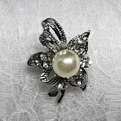 The Ribbon Brooches - Lovely silver coloured brooches with pearls.