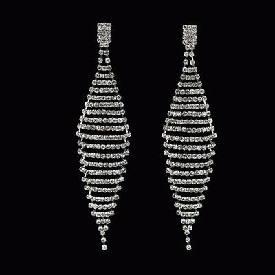 The Lillian Luxury Crystal Earrings are the perfect start to your luxurious collection. They feature a larger crystal at the lobe, attached to long diamond-shaped mesh of smaller crystals, for a shimmering, luxurious effect.