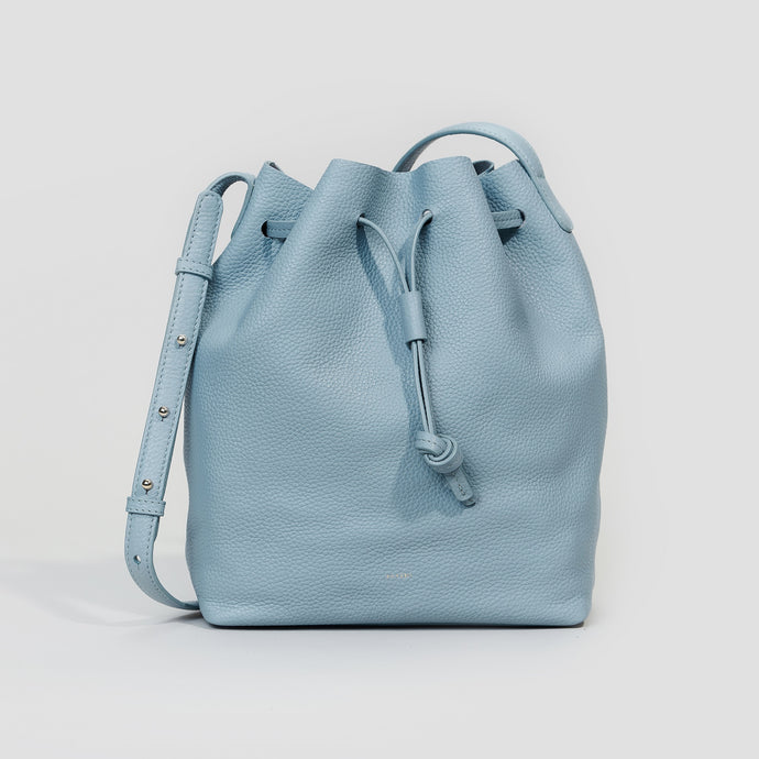 GROSSE BUCKET BAG | CLOUDY BLUE
