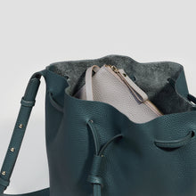 Laden Sie das Bild in den Galerie-Viewer, KLEINE BUCKET BAG | JUNGLE
